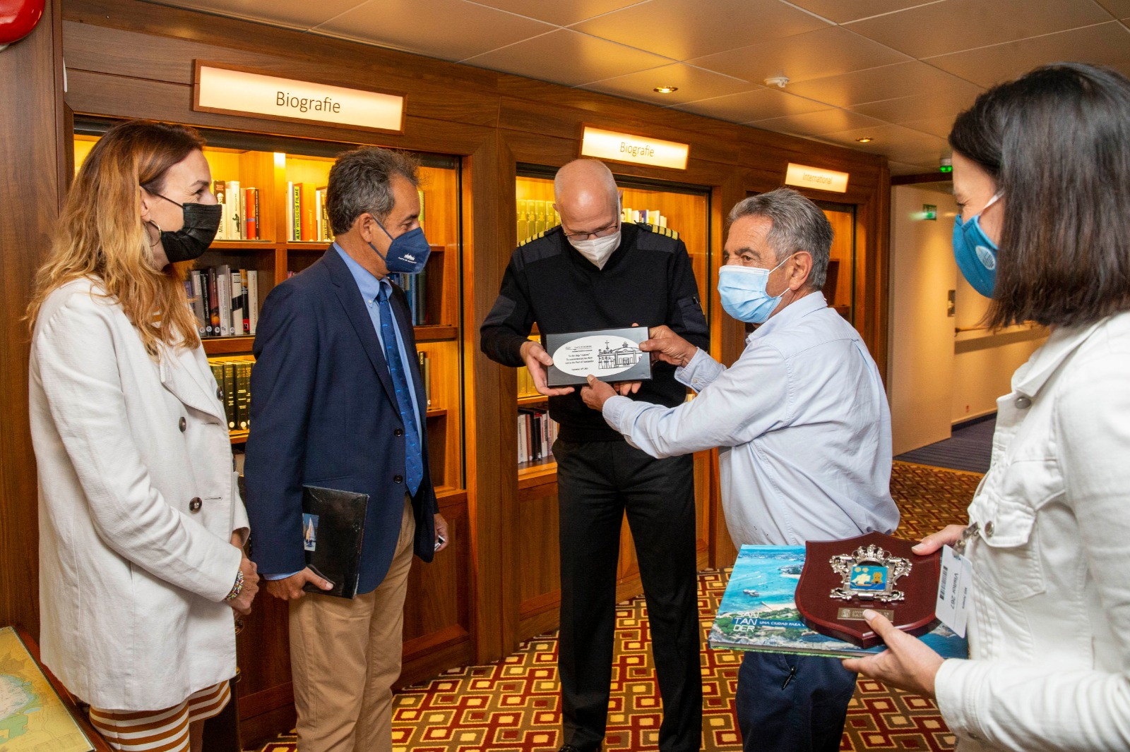 Santander restarts cruise tourism in Cantabria with the arrival of Phoenix Reisen's Amera   (September 2021)